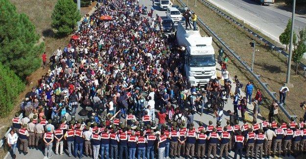 """""""Türkiye, göçmen akışının durdurulmasında yeterli değil, sadece yara bandı"""""""