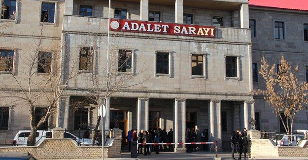 Ağrı'da 3'ü kadın 11 üniversite öğrencisi tutuklandı