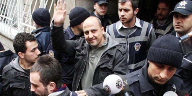 Ahmet Şık: Zaman'da yaşanana sevinemem