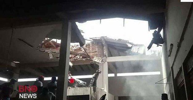 Bolivya'da uçak pazar yerine çakıldı