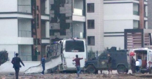 Diyarbakır'da patlama: 7 polis hayatını kaybetti