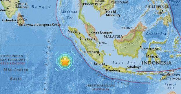 Endonezya açıklarında 7.9 büyüklüğünde deprem
