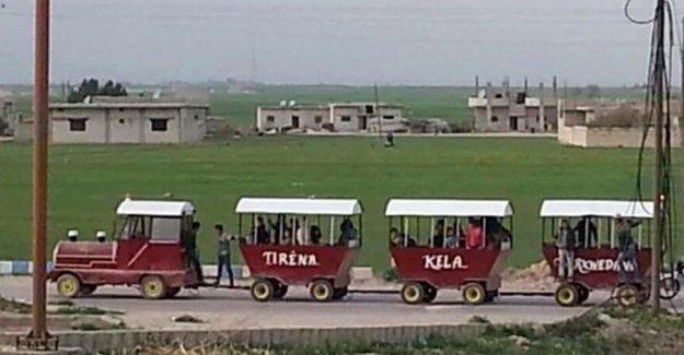 'Ev yapımı tren' Kobani'yi taşıyor