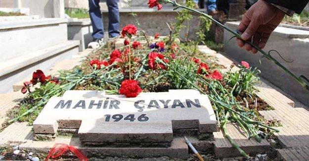 """Mahir Çayan ve arkadaşları mezarları başında anıldı: """"On'lar mücadelemizde yaşıyor"""""""