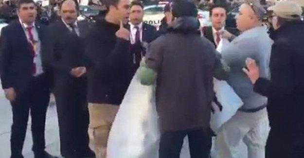 Öğrenciler Erdoğan'ı korumalarının diliyle protesto etti