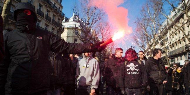 Paris'te OHAL protestoları