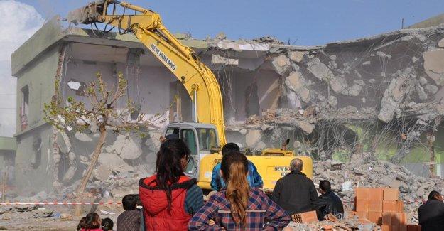 Silopi'de 'acele kamulaştırma' kararı sonrası evler yıkılıyor