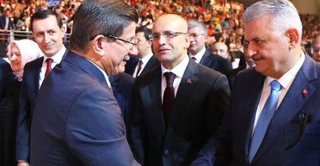 AKP'nin 1'inci temayül yoklaması sonuçlandı