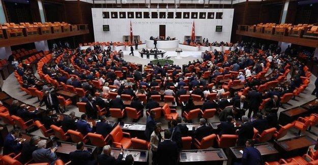 AK Parti dokunulmazlık değişikliği teklifini Meclis'e sundu