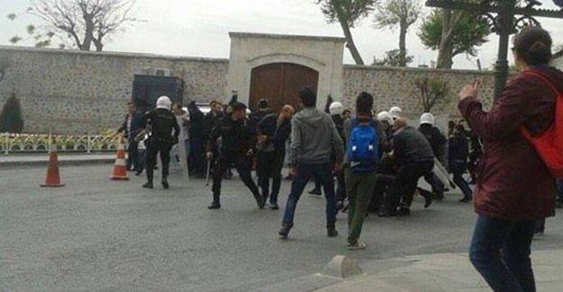 Başbakanlık ofisi önünde Ensar Vakfı protestosuna polis saldırısı