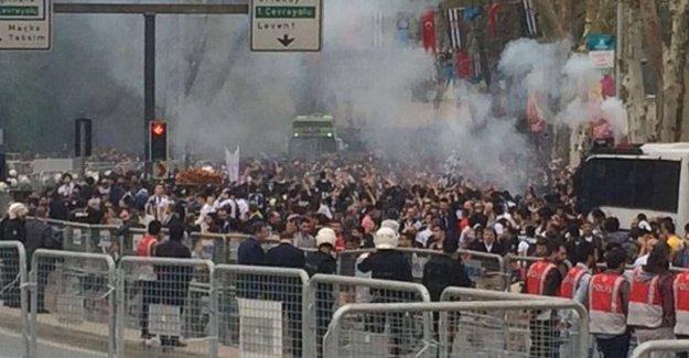 Beşiktaş taraftarlarına biber gazlı saldırı
