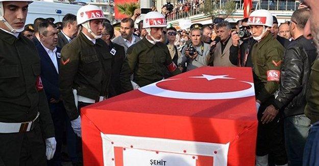 CHP'li vekil, asker cenazesinde saldırıya uğradı