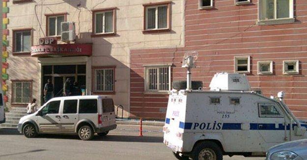 Diyarbakır'da DBP il eş başkanı ve Kayapınar ilçe eş başkanları tutuklandı