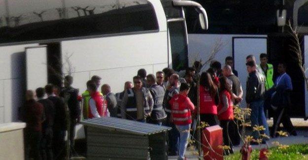 Dikili'ye gönderilen sığınmacılar Kırklareli'deki merkeze yerleştiriliyor