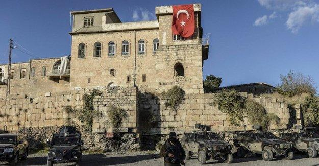 Eren Erdem: Sanki Bizans kalesi fethetmişler gibi bayrak dikiyorlar