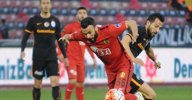 Eskişehirspor iki kez geriye düştüğü maçta Galatasaray'ı mağlup etti