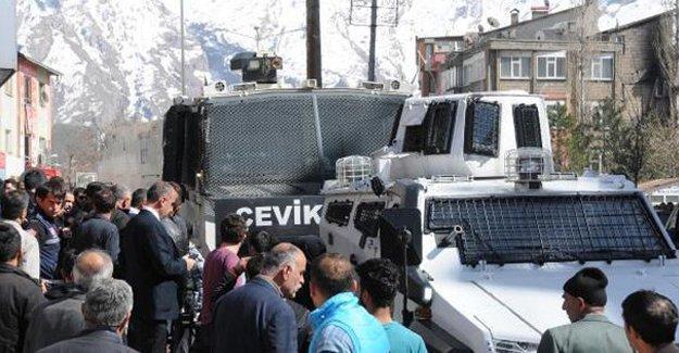 Hakkari'de HDP il binasına polis baskını; Eş Başkan Metin Besi gözaltına alındı