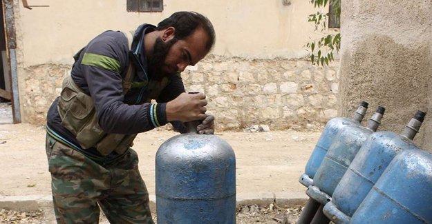 """İslam Ordusu komutanını Şeyh Maksud'da """"yasak silah"""" kullanıldığı gerekçesiyle görevden aldı"""