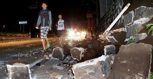 Japonya'da deprem: 2 ölü