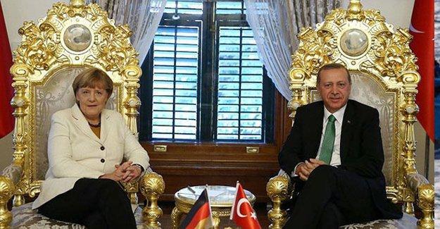 """""""Merkel Erdoğan'a katlanmak durumunda"""""""