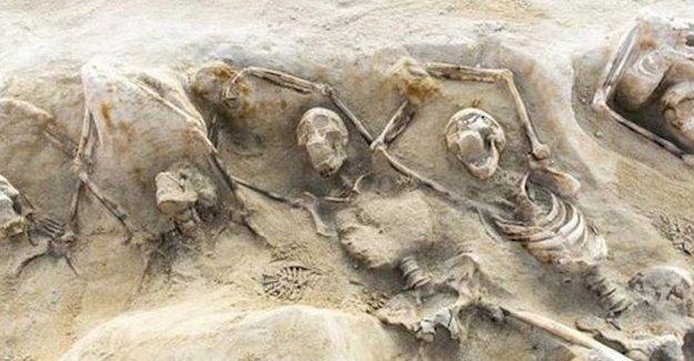 Toplu mezarda elleri zincirli antik isyancılar bulundu
