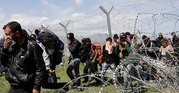 Yunanistan-Makedonya sınırındaki sığınmacılara plastik mermili müdahale