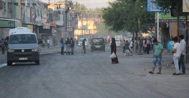 Adana'da 'İrademe dokunma' eylemine polis saldırısı: 1 genç yaralı