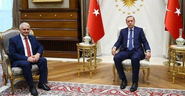 Binali Yıldırım, Erdoğan'dan hükümeti kurma görevini aldı