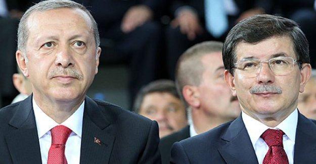 Economist: Erdoğan, Davutoğlu'nu 'tüm ilgiyi üzerine çekmekle' suçladı