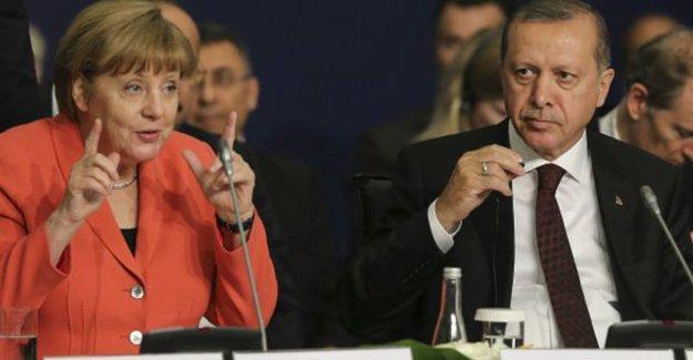Financial Times: Türkiye'yle anlaşma Avrupa değerlerine aykırı