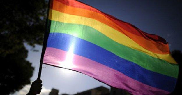 İtalya'da eşcinsel birliktelik yasası kabul edildi
