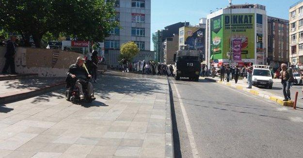 """Kadıköy'de """"Nusaybin'e Ses Ver"""" eylemine polis saldırısı"""