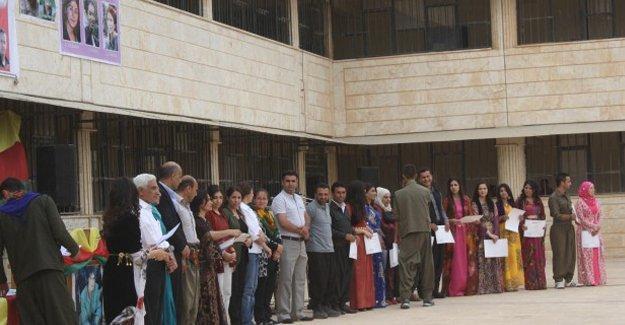 Rojava'nın ilk üniversitesi ilk mezunlarını verdi