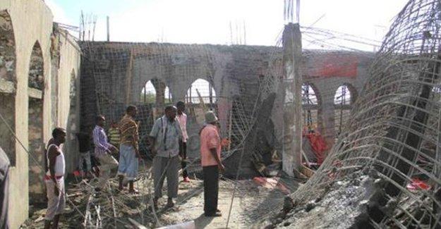 Somali'de cami çöktü: En az 15 ölü