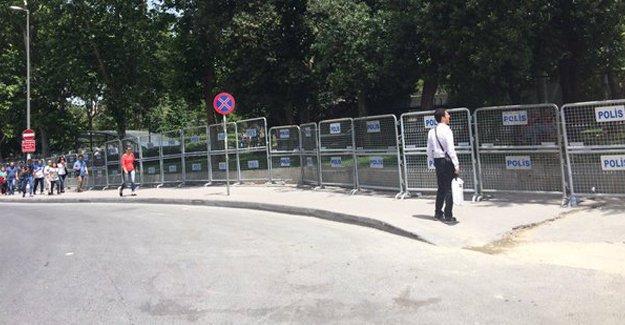 Taksim abluka altında: Gezi Parkı'na giriş yasaklandı