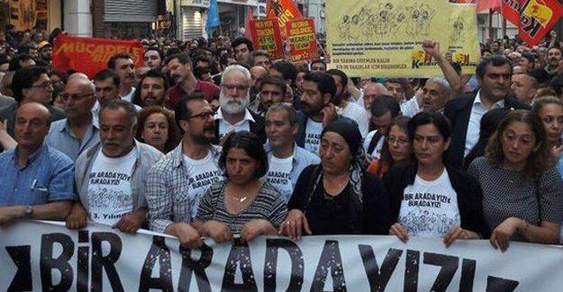 Taksim'de Gezi yürüyüşü