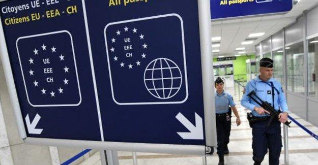 Telegraph: Türkiye'ye vize muafiyeti terör riskini artırır