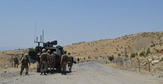 Urfa'da polis aracına saldırı, Mardin'de çatışma
