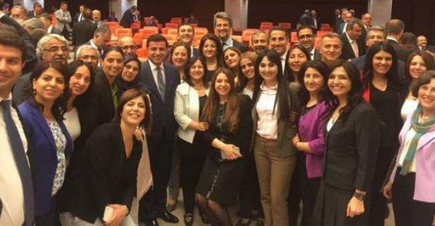 HDP dilekçeyi imzaya açtı: Demokrasi için 52 imzaya ihtiyaç var