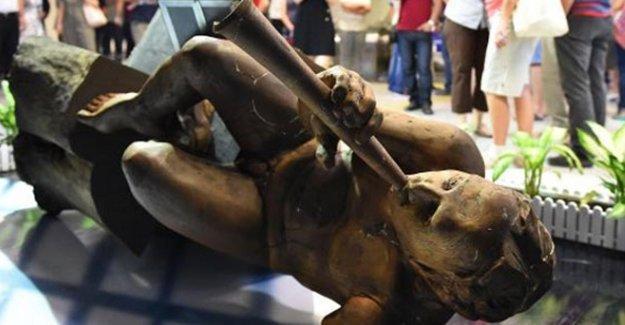 İzmir'de 'Müzisyen' heykeline aynı kişi ikinci kez saldırdı