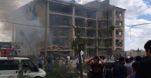 Mardin Midyat emniyet müdürlüğüne bombalı saldırı: Ölü ve yaralılar var