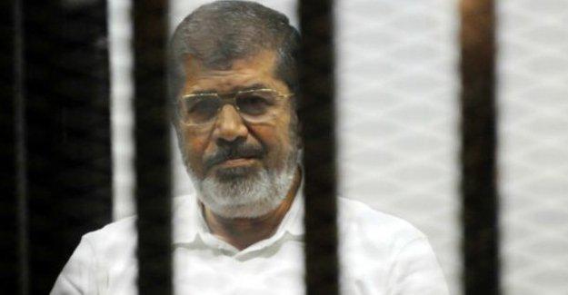 Mısır'da Mursi'ye müebbet, iki Al Jazeera muhabirine idam