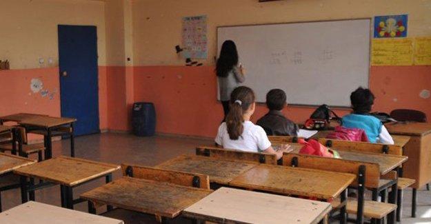 Okulların kapanmasına bir hafta kala Yüksekova'da ders başladı