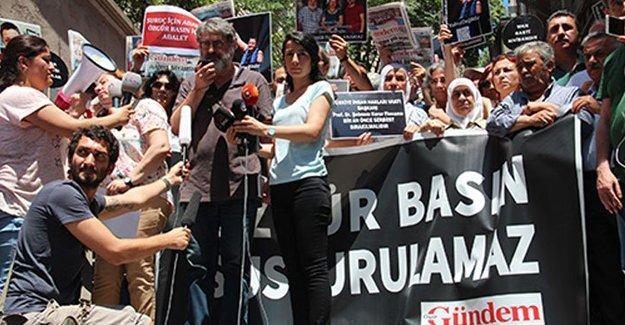 Özgür Gündem önünde tutuklamalar protesto edildi
