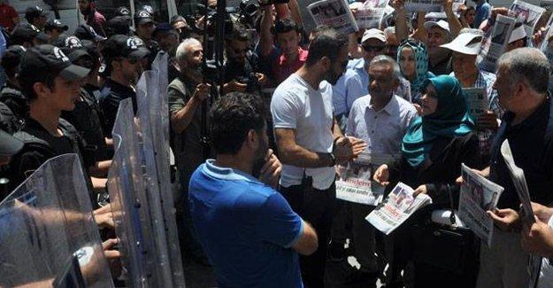 Özgür Gündem dağıtmak isteyen gruba polis engeli
