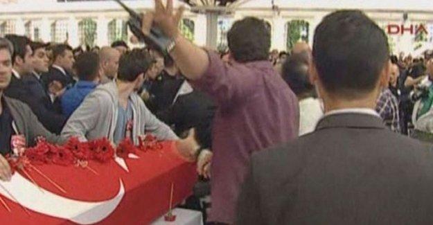 Polislerin cenazesinde Kılıçdaroğlu'na protesto