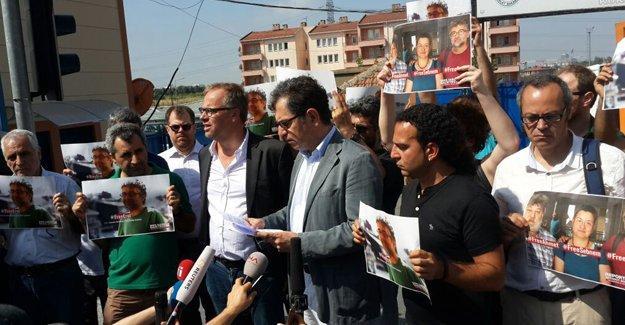 Sınır Tanımayan Gazeteciler Metris Cezaevi önündeydi