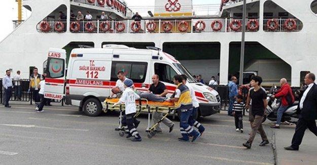 Sirkeci'de arabalı vapur kazası: Yaralılar var