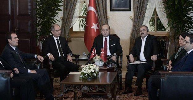 Sırrı Süreyya: Hükümet PKK'ye çözüm çağrısı yaptı, Erdoğan ve Genelkurmay engelledi!