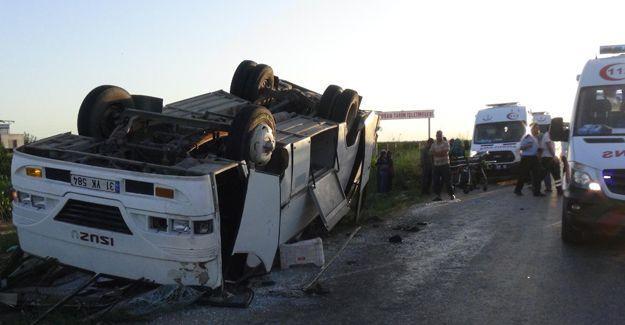 Tarım işçilerini taşıyan minibüs devrildi: 31 yaralı